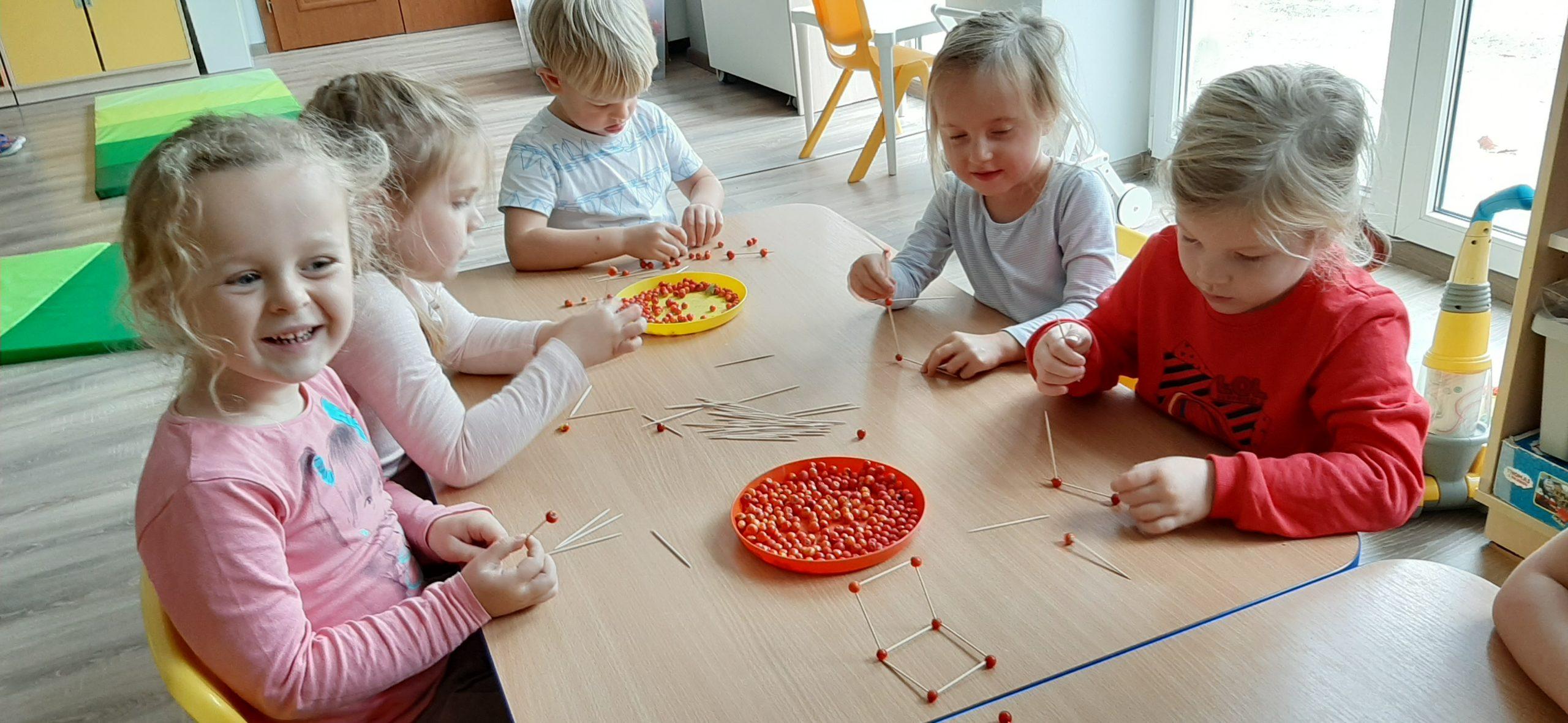 Tworzymy konstrukcje z jarzębiny - Leśne Ludki