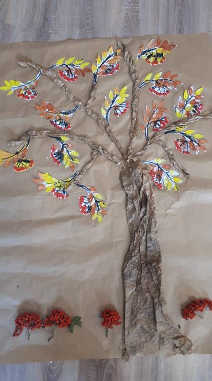 Drzewo jarzębiny.
