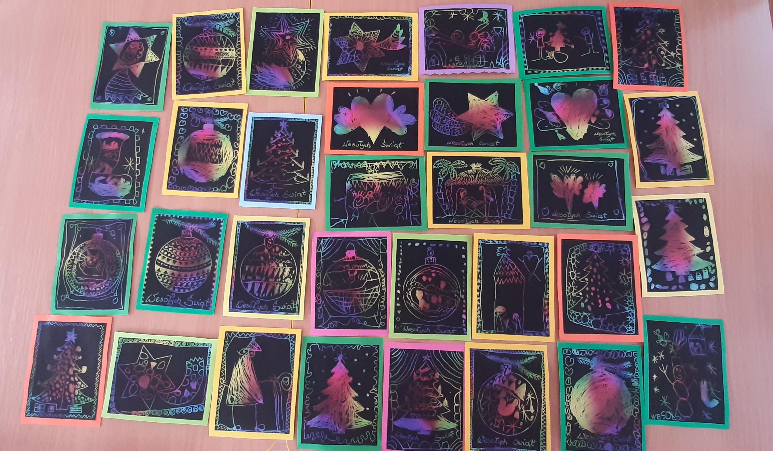 """""""Razem na Święta"""" - kartki z życzeniami dla ludzi samotnych i starszych w Domu Seniora wykonane przez Koszałki Opałki"""
